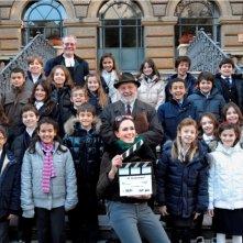 Maria Grazia Cucinotta sul set del suo cortometraggio 'Il Maestro' con il cast