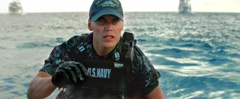 Taylor Kitsch in una delle prime immagini di Battleship