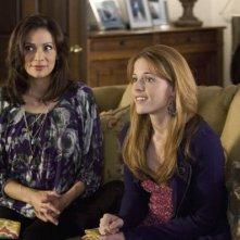 Constance Marie e Katie Leclerc in una scena dell'episodio This Is Not a Pipe di Switched at Birth