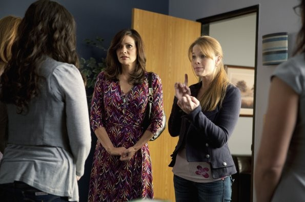 Constance Marie E Katie Leclerc Nell Episodio This Is Not A Pipe Di Switched At Birth 210689