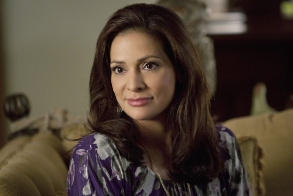 Constance Marie Nell Episodio This Is Not A Pipe Di Switched At Birth 210698
