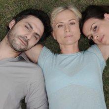 Cristina Comencini tra Filippo Timi e Claudia Pandolfi in una foto promo per Quando la notte.