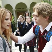 Katie Leclerc e Austin Butler in una scena dell'episodio The Persistence of Memory di Switched at Birth