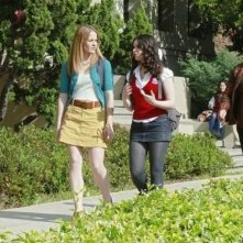 Katie Leclerc e Vanessa Marano in una scena dell'episodio The Persistence of Memory di Switched at Birth