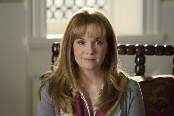 Lea Thompson Nell Episodio This Is Not A Pipe Di Switched At Birth 210701