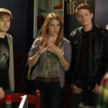 Lucas Grabeel, Sean Berdy e Katie Leclerc nell'episodio Dogs Playing Poker di Switched at Birth