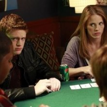 Sean Berdy e Katie Leclerc nell'episodio Dogs Playing Poker di Switched at Birth
