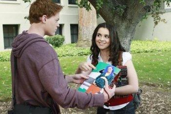 Sean Berdy e Vanessa Marano in un momento dell'episodio The Persistence of Memory di Switched at Birth