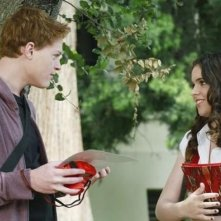 Sean Berdy e Vanessa Marano in una scena dell'episodio The Persistence of Memory di Switched at Birth