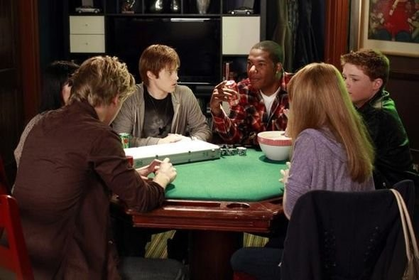 Una Scena Di Gruppo Dell Episodio Dogs Playing Poker Di Switched At Birth 210710