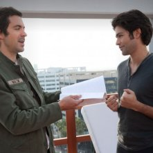 Adrian Grenier e Rhys Coiro in una scena dell'episodio Out with a Bang dell'ottava stagione di Entourage