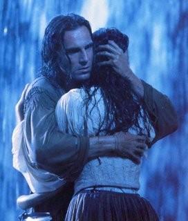 Daniel Day-Lewis e Madeleine Stowe in una scena del film L'ultimo dei mohicani (1992)