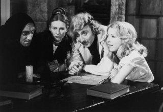 Gene Wilder, Marty Feldman, Cloris Leachman e Teri Garr sul set di Frankenstein Junior