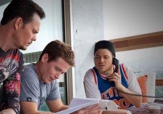 Kevin Connolly, Kevin Dillon e Jerry Ferrara in una scena dell'episodio Out with a Bang dell'ottava stagione di Entourage