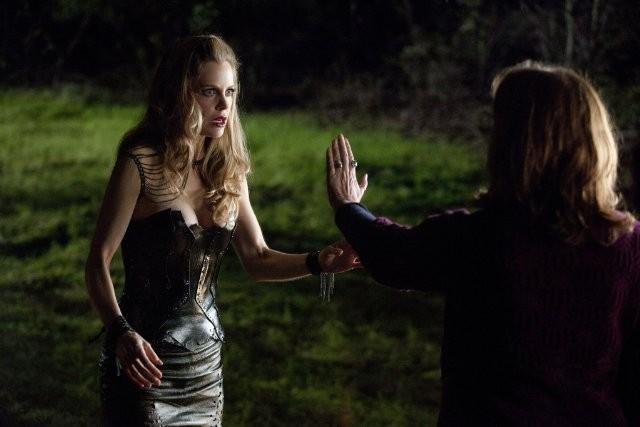 Kristin Bauer E Fiona Shaw Nell Episodio I M Alive And On Fire Di True Blood 210782