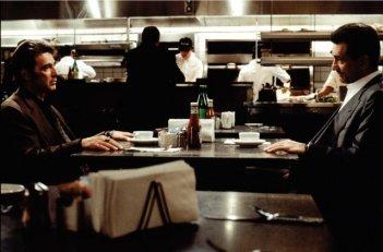 Al Pacino e Robert De Niro in una scena di Heat - La sfida, di Michael Mann