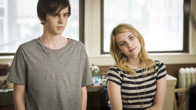 Emma Roberts Con Freddie Highmore Nel Film L Arte Di Cavarsela The Art Of Getting By 210933