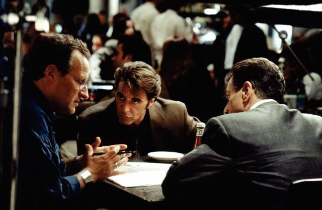 Il regista Micheal Mann con Al Pacino e Robert De Niro sul set del film Heat - La sfida