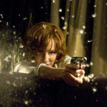 Pistola in pugno per Cate Blanchett nel thriller Hanna, del 2011