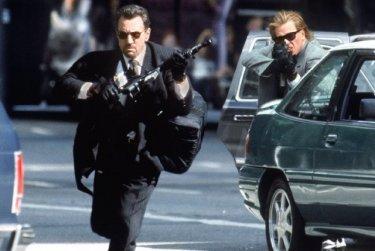 Robert De Niro e Val Kilmer in una sequenza di Heat - La sfida, di Michael Mann