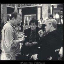 Michael Mann con Russell Crowe e Al Pacino sul set del film Insider - Dietro la verità