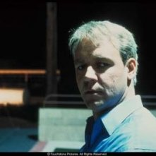Russell Crowe in un primo piano dal film Insider - Dietro la verità di Michael Mann