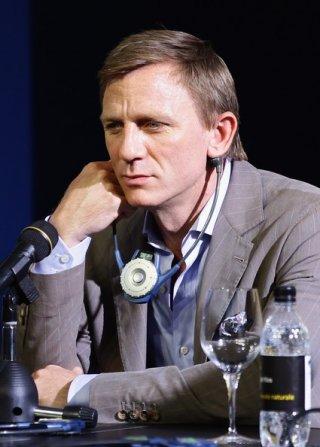 Un assorto Daniel Craig alla conferenza stampa di Cowboys & Aliens a Locarno
