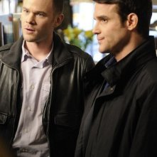 Aaron Ashmore ed Eddie McClintock nell'episodio The New Guy di Warehouse 13