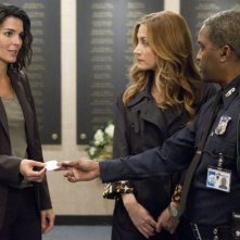 Angie Harmon e Sasha Alexander nell'episodio We Don't Need Another Hero di Rizzoli & Isles