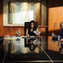 Brian Markinson, Eileen Pedde e Sarah Shahi nell'episodio The Two Richards di Fairly Legal