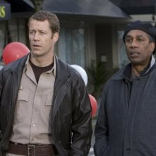 Colin Ferguson e Joe Morton nell'episodio A New World di Eureka