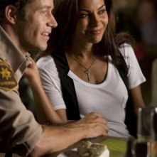 Colin Ferguson e Salli Richardson-Whitfield in una scena dell'episodio Liftoff di Eureka