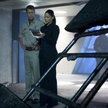 Colin Ferguson e Salli Richardson-Whitfield nell'episodio Liftoff di Eureka