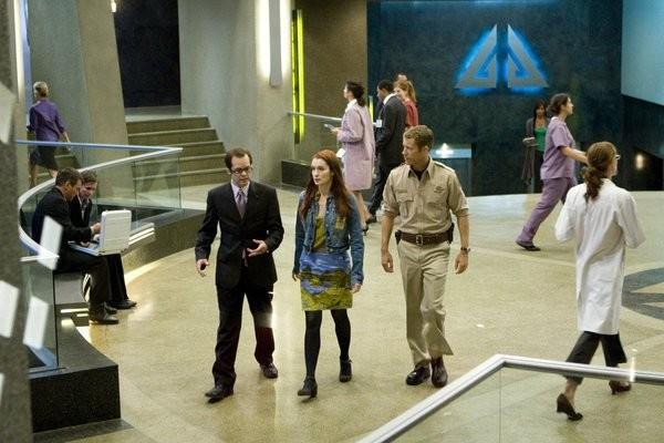 Colin Ferguson Neil Grayston E Felicia Day In Una Scena Dell Episodio Up In The Air Di Eureka 211321