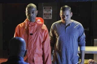 Giancarlo Esposito e Jeremiah Bitsui nell'episodio Box Cutter di Breaking Bad