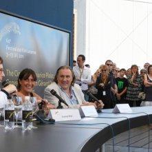 Il direttore Olivier Pere, Sylvie Pialat e Gerard Depardieu in un momento dell'incontro pubblico dedicato a Maurice Pialat a Locarno