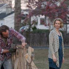 John Benjamin Hickey e Cynthia Nixon in una scena dell'episodio Losing Patients di The Big C