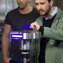 Niall Matter e Wil Wheaton nell'episodio All the Rage di Eureka