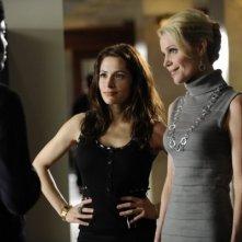 Virginia Williams, Sarah Shahi e Baron Vaughn nell'episodio The Two Richards di Fairly Legal