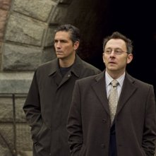 James Caviezel e Michael Emerson in una scena del pilot di Person of Interest