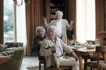 Foto di gruppo per tre degli arzilli protagonisti di And If We All Lived Together