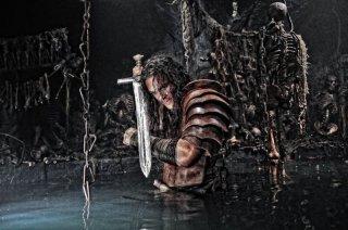 Jason Momoa indossa l'armatura di Conan the Barbarian