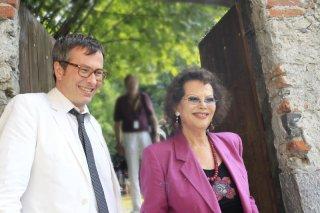 Claudia Cardinale e il direttore Olivier Pere a Locarno