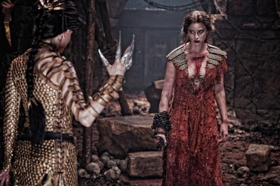 Rose Mcgowan Di Spalle Con Rachel Nichols Nel Film Conan The Barbarian 211755