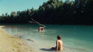Stefania Comodin e Giacomo Zulian si immergono nel Tagliamento in L'estate di Giacomo