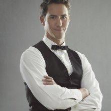 Wes Ramsey è Max in una foto promozionale di The Playboy Club