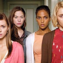 Greta Gerwig, Megalyn Echikunwoke, Carrie MacLemore e Analeigh Tipton in una scena di Damsels in Distress