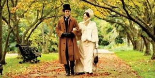 Passeggiata romantica per Maggie Gyllenhaal e Hugh Dancy in Hysteria