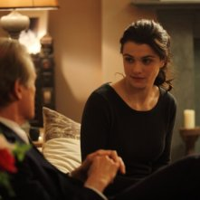 Rachel Weisz e Bill Nighy discutono in una scena di Page Eight