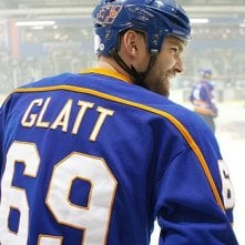 Seann William Scott in tenuta da hockey in una scena di Goon